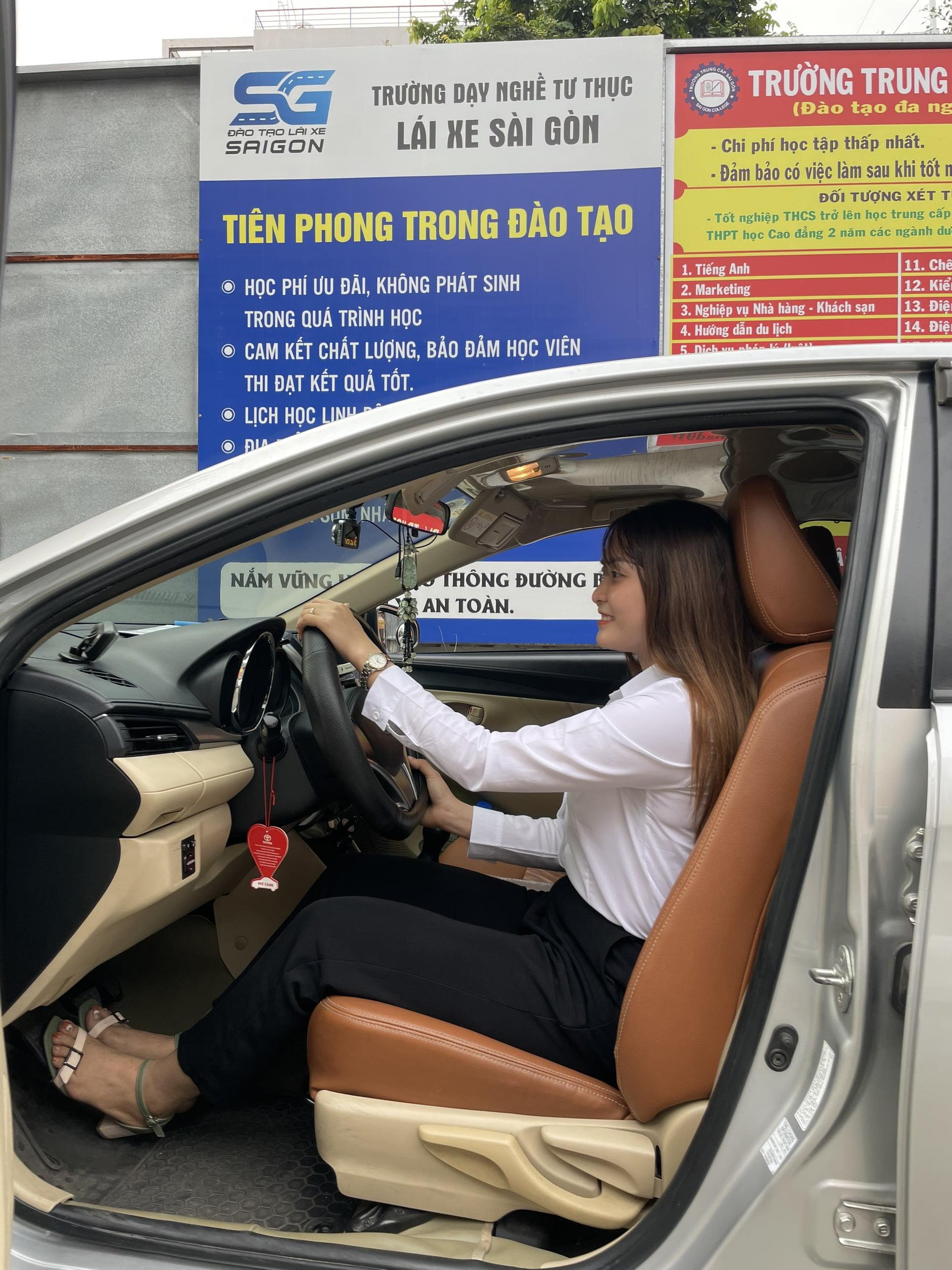 Khoá học lái xe tại LAIXESAIGON đã bao gồm toàn bộ chi phí: thuê xe học lái, chi phí xăng xe, lương giáo viên, tiền ôn thi,...