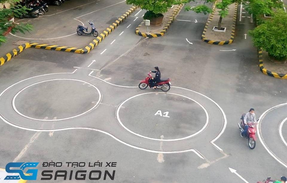 bán kính vòng số 8 thi bằng lái xe máy