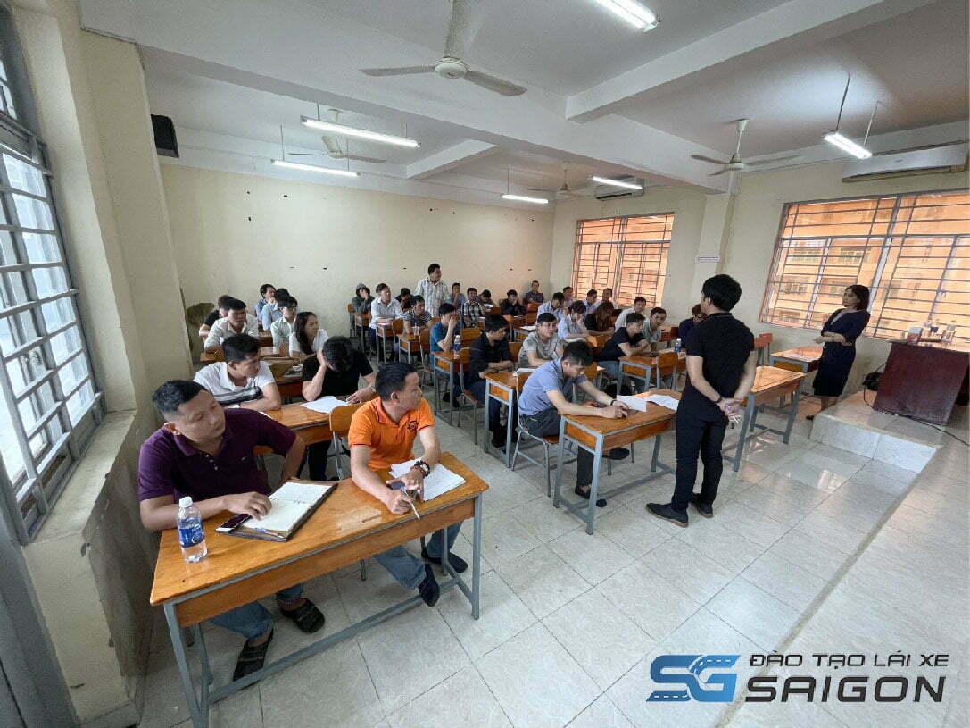 Trường đào tạo Lái xe Sài Gòn là một trong những nơi uy tín, chất lượng đáp ứng đủ nhu cầu cho các học viên về lấy bằng lái.