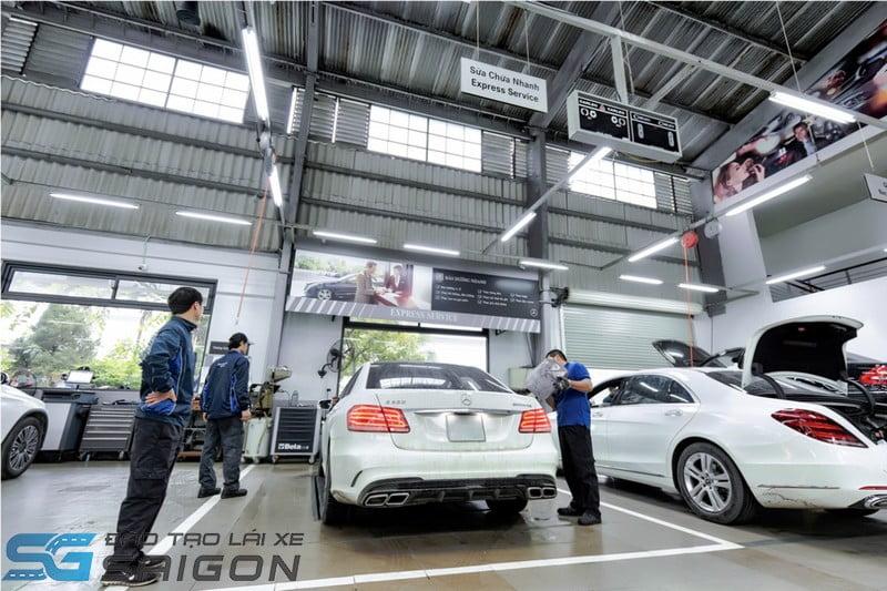 Với xe ô tô con không kinh doanh vận tải, chu kỳ đăng kiểm lần đầu là 30 tháng
