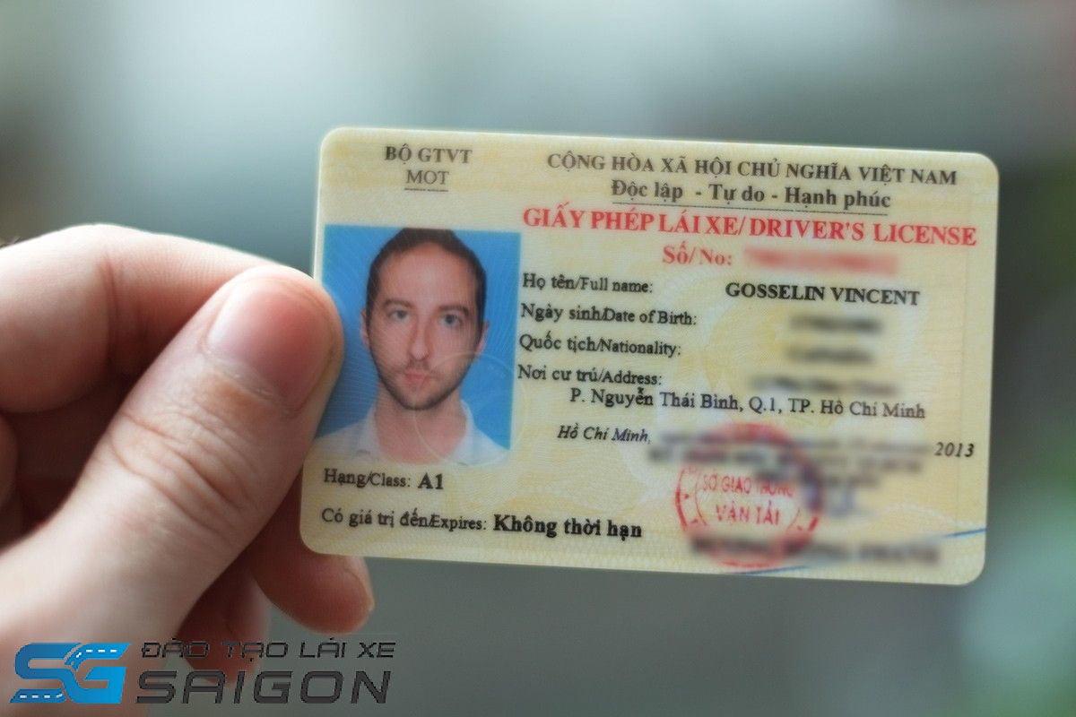 Người nước ngoài cứ trú tại Việt Nam vẫn được đăng ký thi bằng lái xe A1