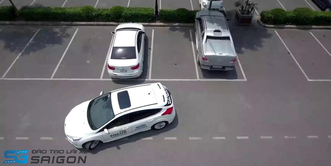 Học lái xe B2 lùi chuồng
