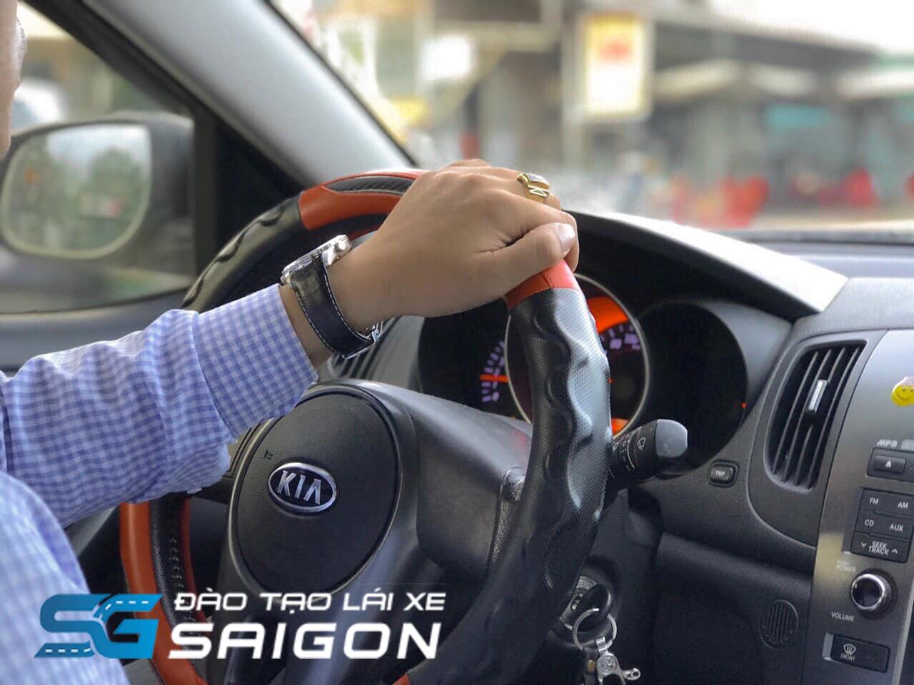 Hiện nay, phương tiện lưu thông trên đường tại Việt Nam ta chủ yếu nhất phải kể đến các loại xe 4, 5, 7 chỗ và xe khách. Do đó, số lượng tài xế học lái xe B2 2021 được ghi nhận rất nhiều.