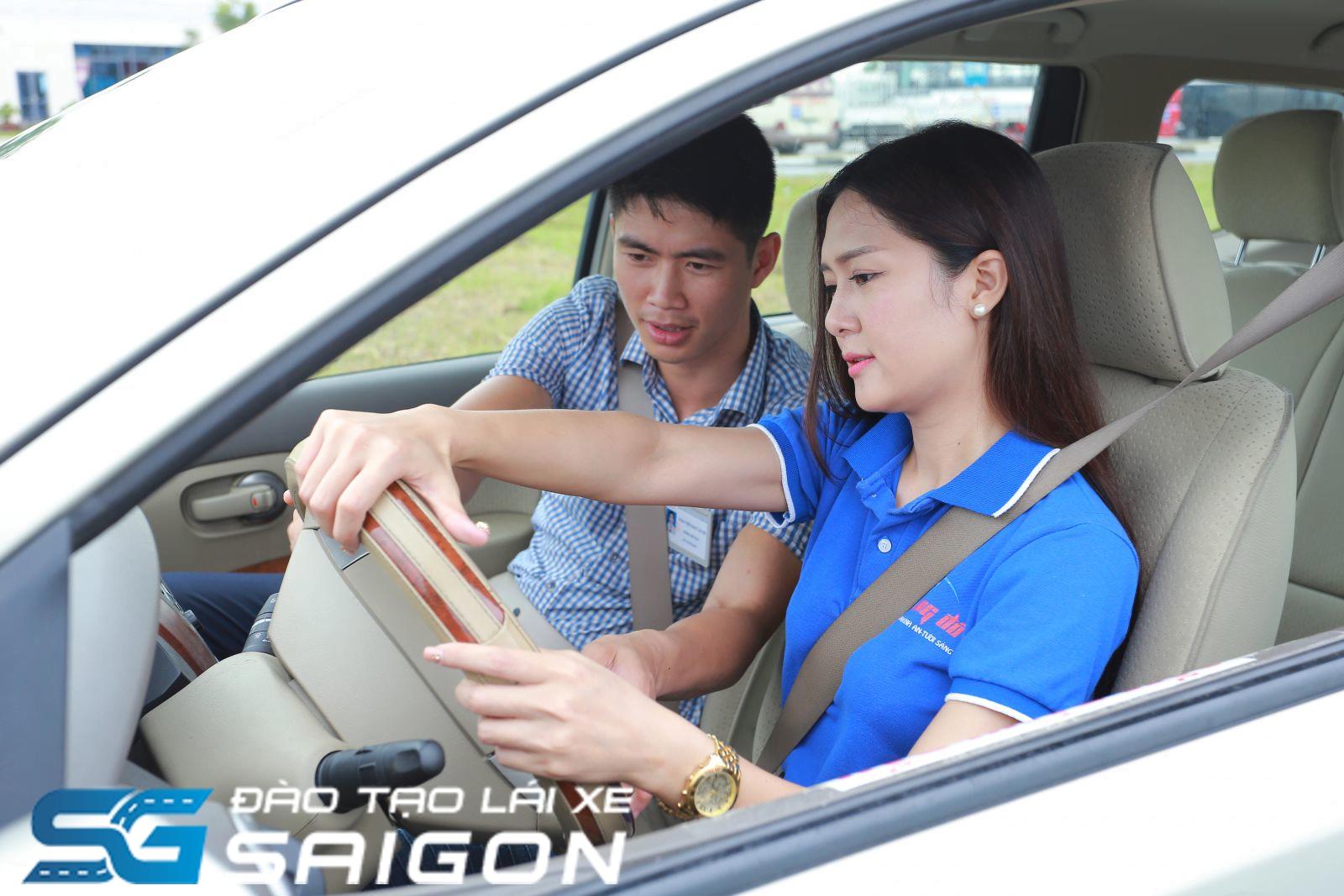 Đăng ký học lái xe B2 nên xem xét về chi phí