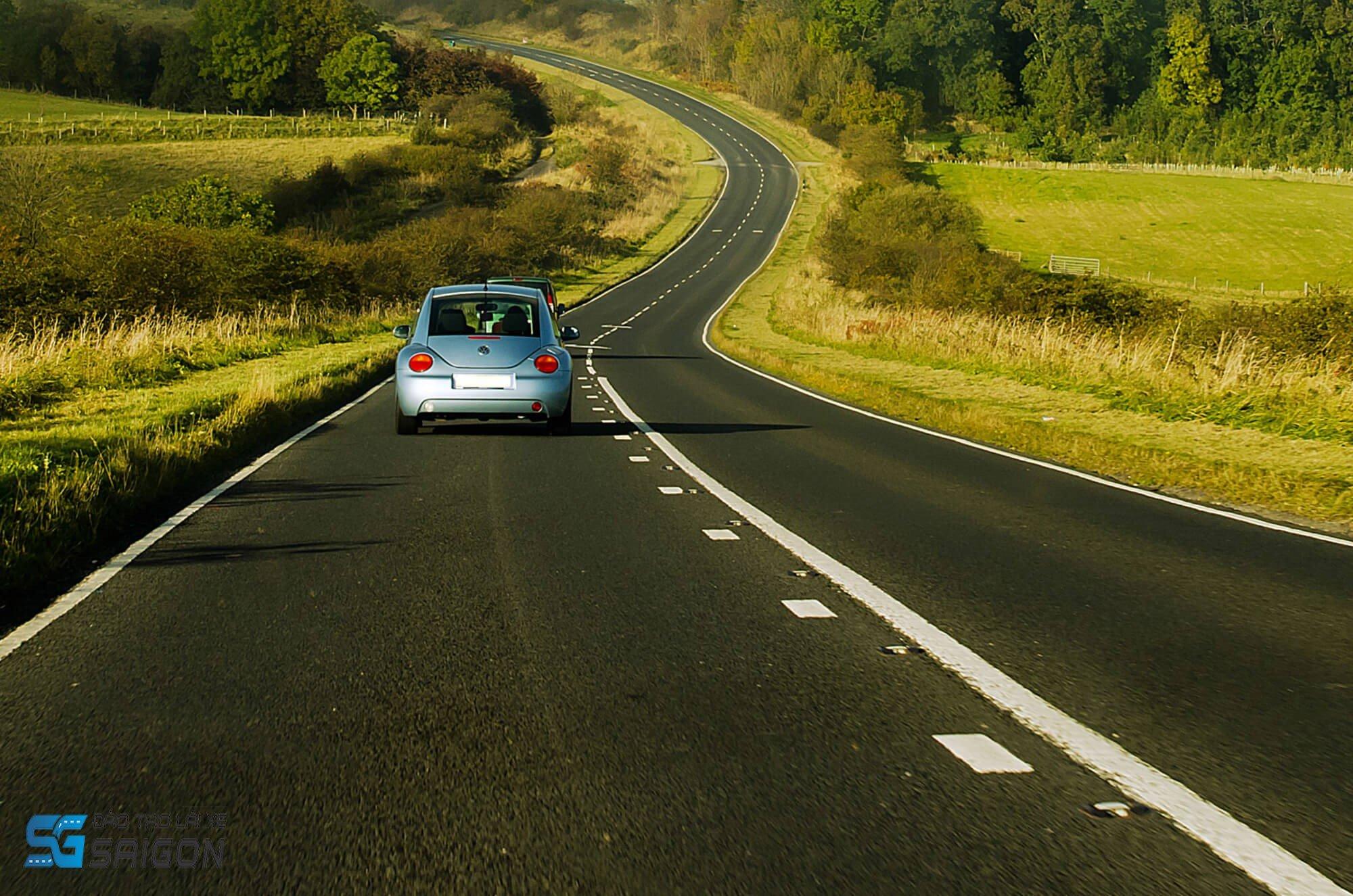 Học lái xe ô tô B2 là cả một chặng đường. Hãy cẩn thận trong việc lựa chọn bạn đồng hành cho đọan đường đó ngay từ vạch xuất phát.