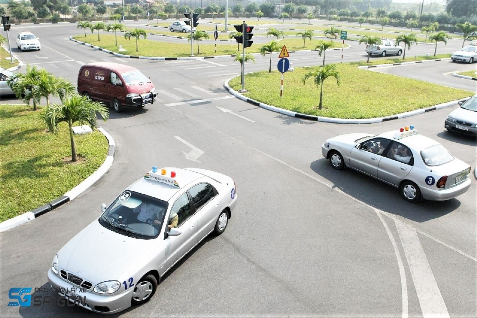 Các tiêu chí lựa chọn cơ sở học lái xe ô tô B2 thực hành cơ bản, uy tín, bao đậu, tiến bộ