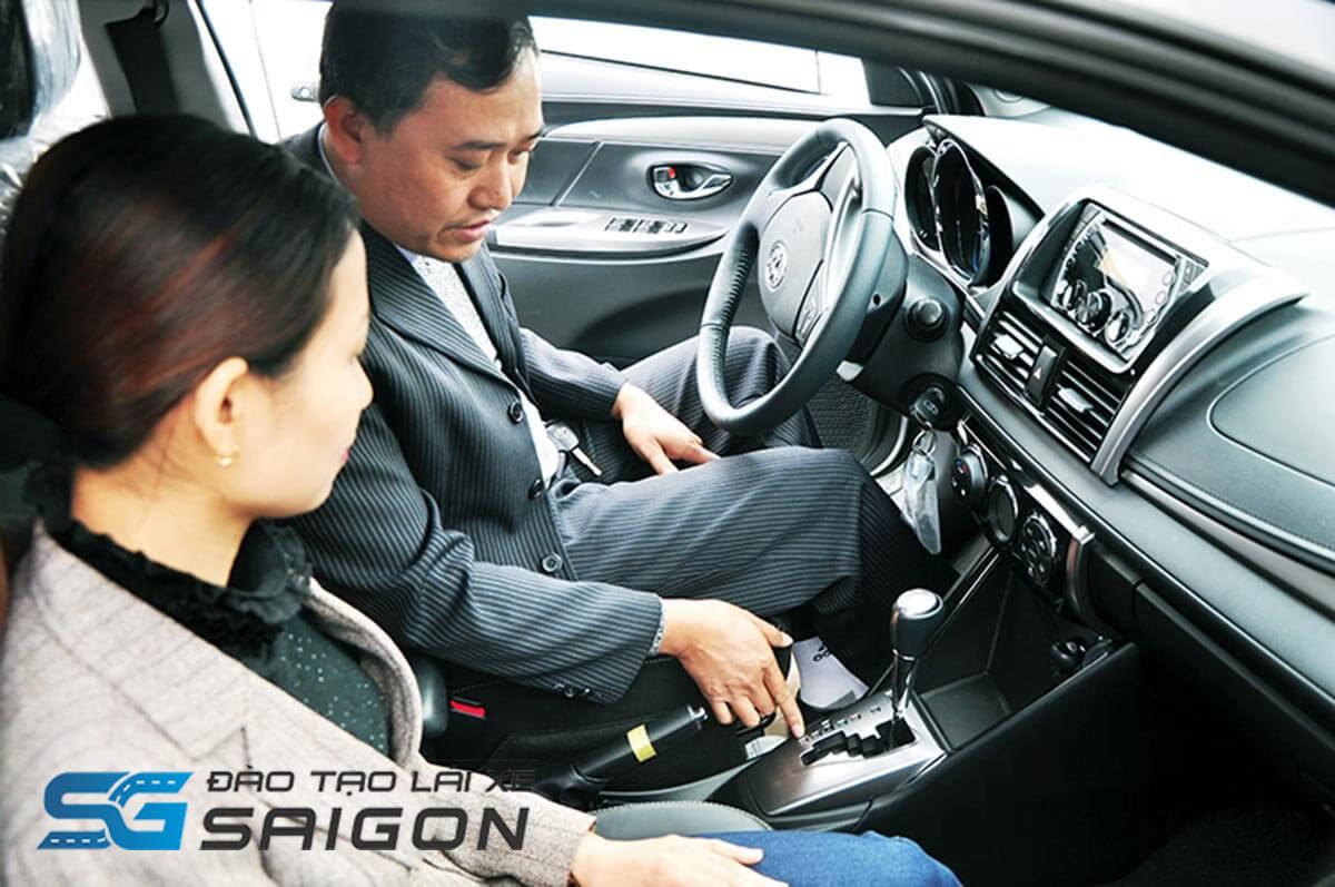 Chẳng cần xuống tận Bình Dương, Biên Hoà hay sang Gò Vấp. Mà vẫn có thể tham gia khoá học lái xe B2 tại đơn vị có bề dày kinh nghiệm ngay giữa trung tâm TPHCM. Không đâu khác, chính là Trường dạy nghề tư thục lái xe Sài Gòn.
