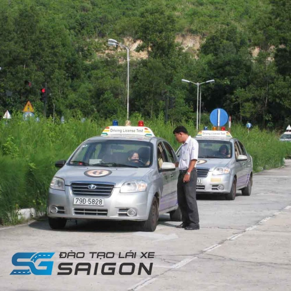 Trung tâm giảng dạy học lái xe B2 Thăng Long Nha Trang không chỉ đào tạo lấy giấy phép lái xe ô tô B2. Mà còn nhiều hạng bằng khác như A1, A2, Ctheo tiêu chuẩn Bộ GTVT Việt Nam.